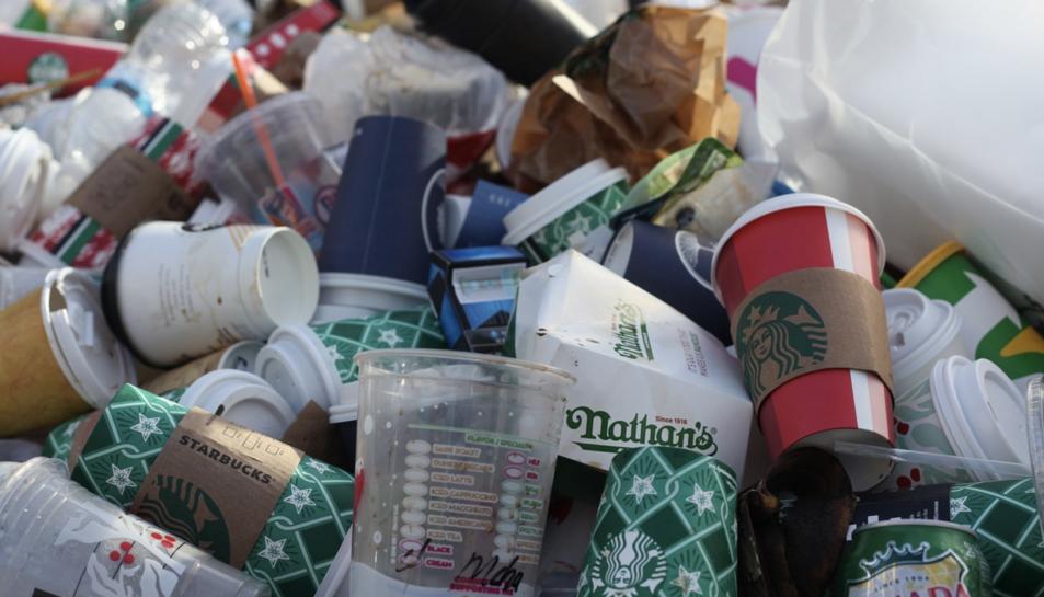 A partir de juliol de 2021 quedarà prohibida la introducció al mercat d'una sèrie de productes de plàstic d'un sol ús.