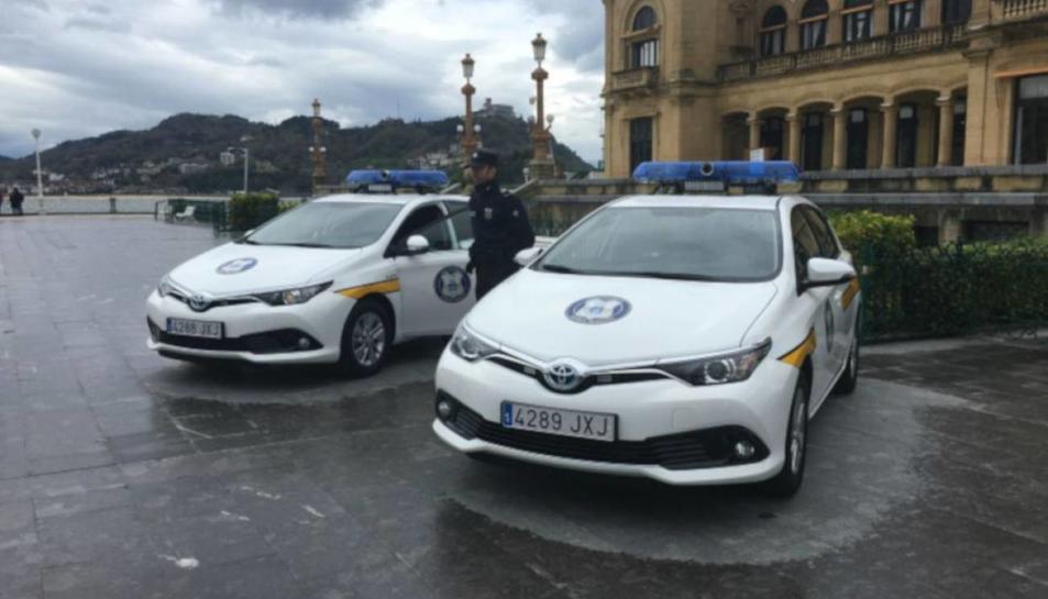 Imatge d'arxiu de vehicles de la Guàrdia Municipal de Donostia.