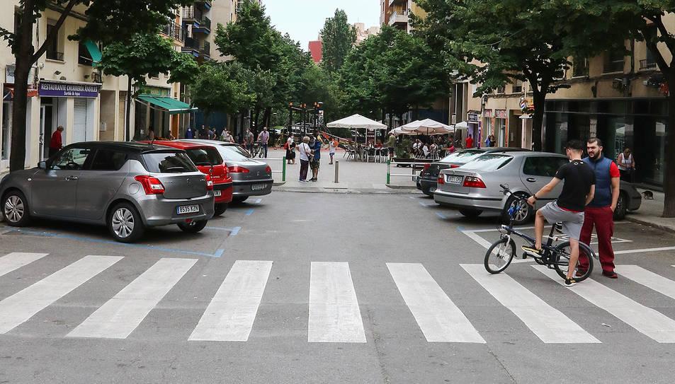 Un tram del carrer de la Sardana, ahir.