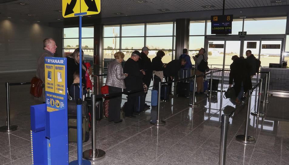 Una imatge d'arxiu de passatgers de Ryanair a Reus.