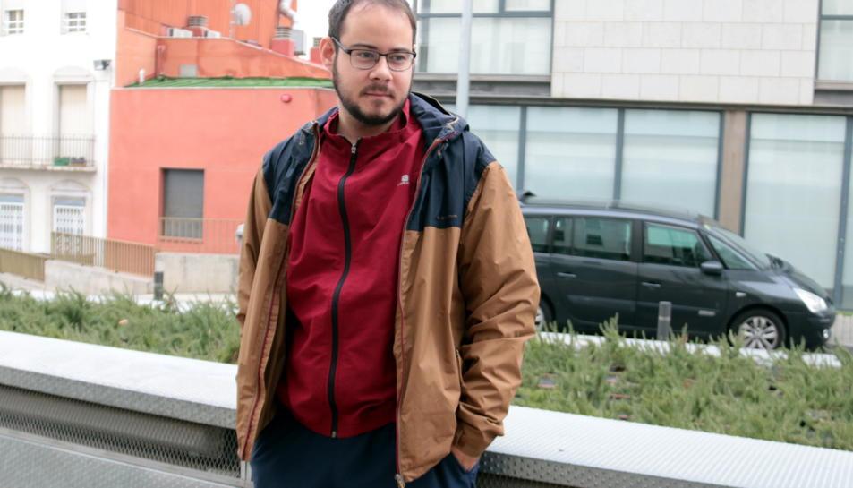 El raper Pablo Hasél a l'exterior dels jutjats de Lleida.
