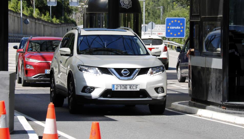 Vehicles arriben a Andorra.
