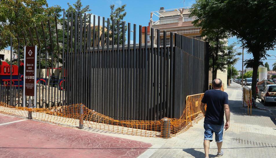 El nou transformador ja està ubicat a la plaça del Racó de l'Avi però encara no es troba operatiu.