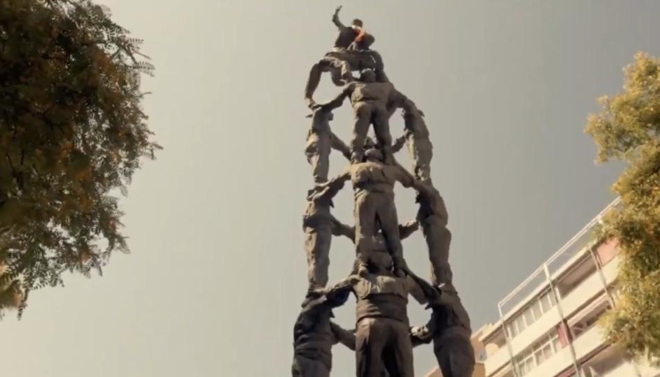 Imatge del monument dels castellers que apareix al clip.