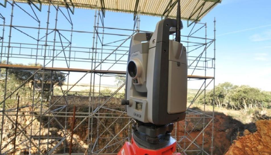 Aquesta estació robòtica permet posicionar els objectes que apareixen durant l'excavació de forma automatitzada.