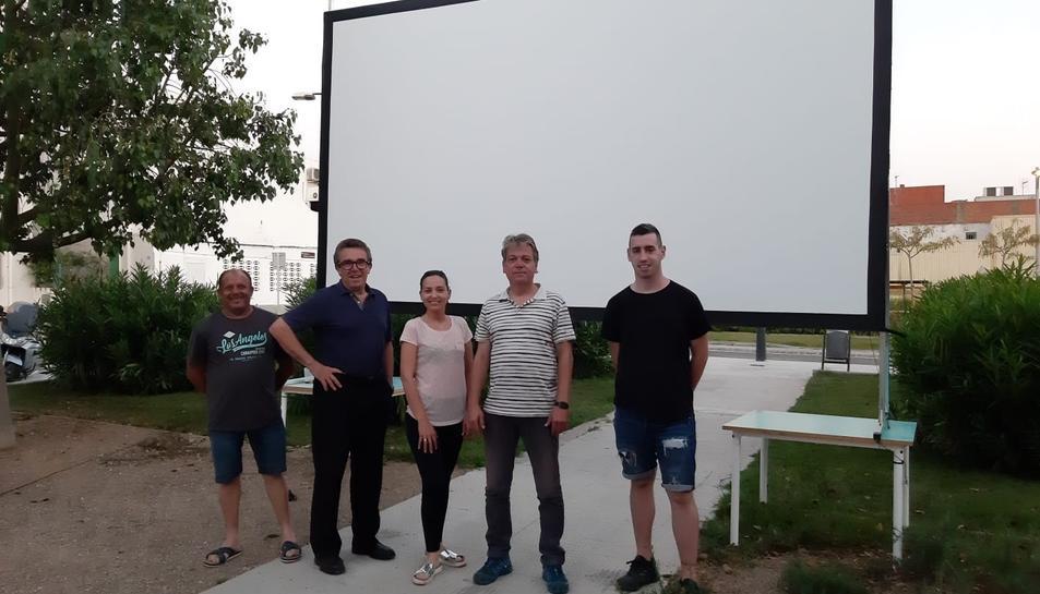 La federació va comprar la pantalla, el projector i els altaveus.