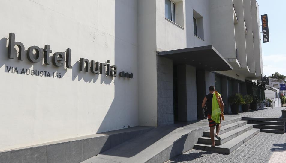L'Hotel Núria, juntament amb l'Astari i el Lauria, van encetar ahir, 1 de juliol, la temporada turística més complicada dels últims anys.