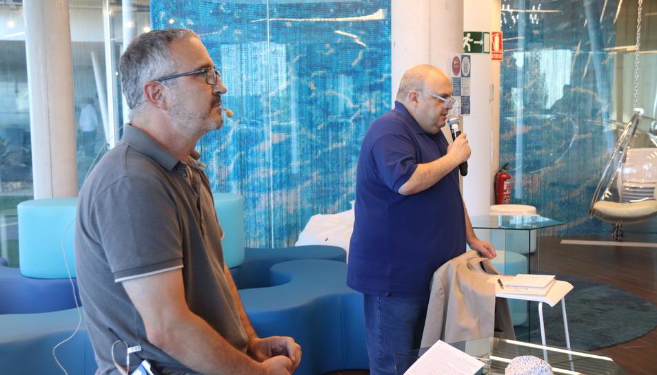 El gerent d'Ematsa, Daniel Milán i del president d'Ematsa, Jordi Fortuny en la presentació del sistema de detecció i anàlisi.