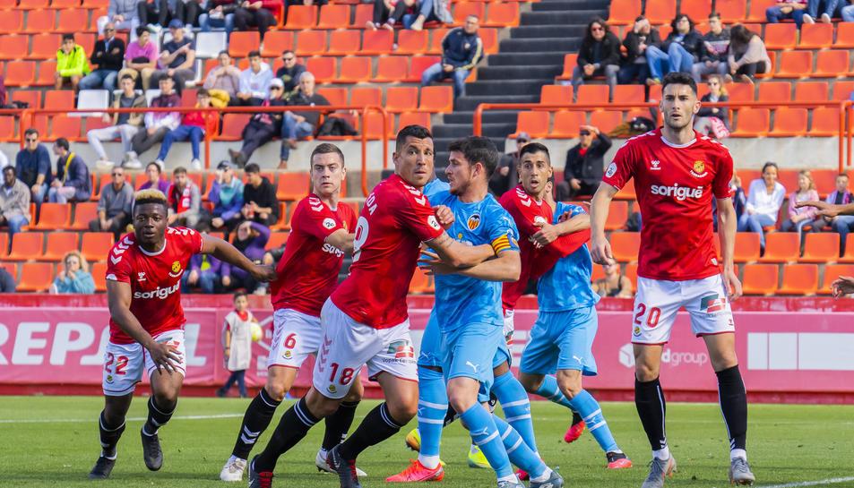 Un dels instants del Nàstic-Valencia Mestalla, el darrer duel disputat al Nou Estadi aquest any.