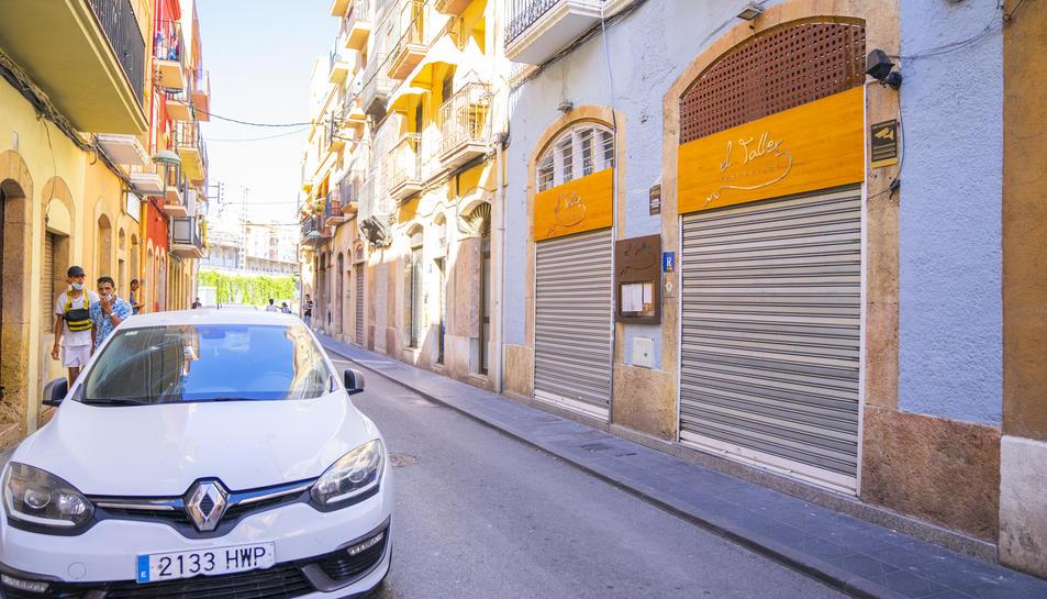 El carrer Sant Pere pot albergar les terrasses de quatre restaurants aquest estiu.