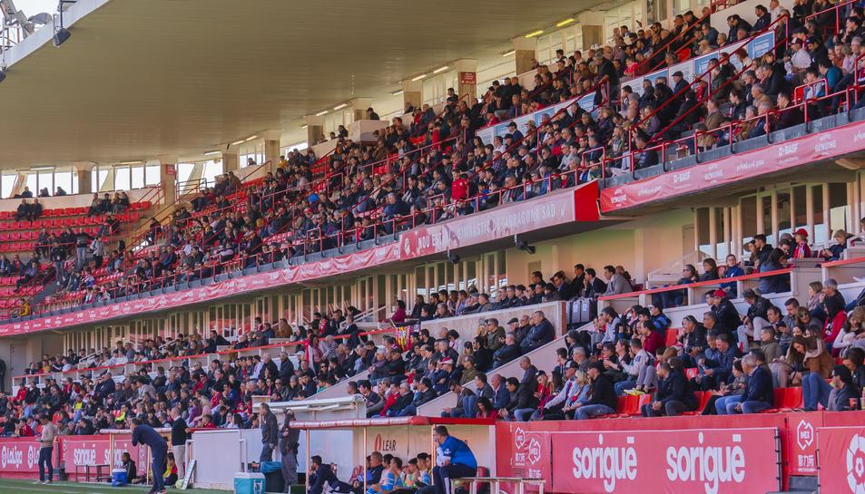 La tribuna del Nou Estadi en un dels últims partits que es va disputar la temporada 2019-20.