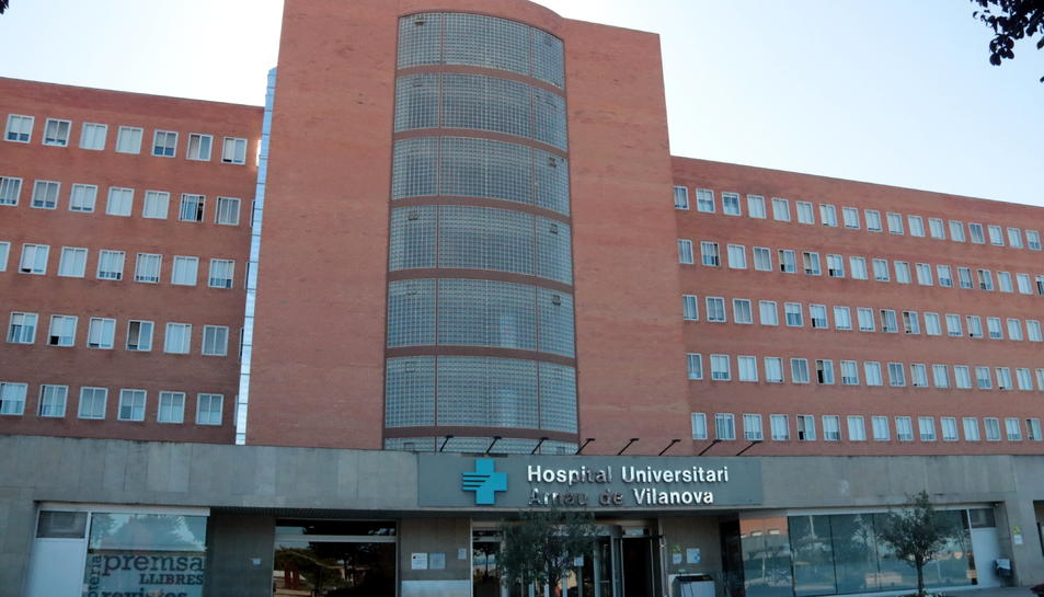 Façana principal de l'Hospital Universitari Arnau de Vilanova de Lleida.