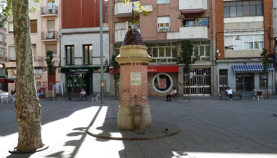 Imatge d'arxiu d'una de les places del barri de la Torrassa.