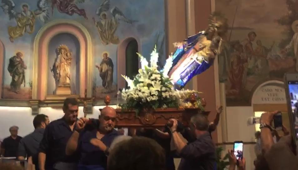 Imagen del momento de la caída de la Virgen.
