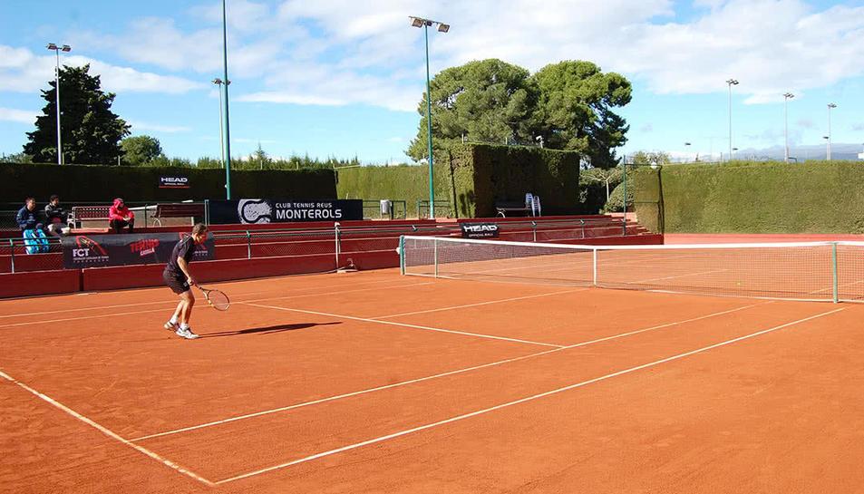 Imatge d'una de les pistes del Club Tennis Reus Monterols.