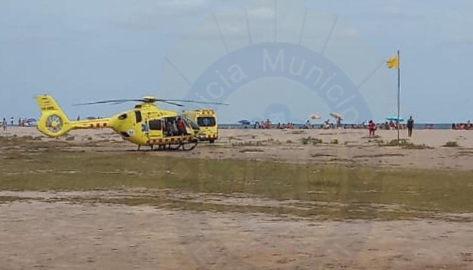 L'helicòpter del SEM va traslladar al menor fins a un centre hospitalari.