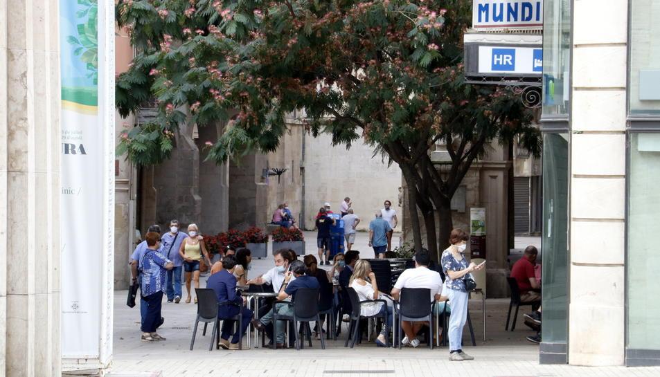 Un bar obert a l'Eix Comercial de Lleida.