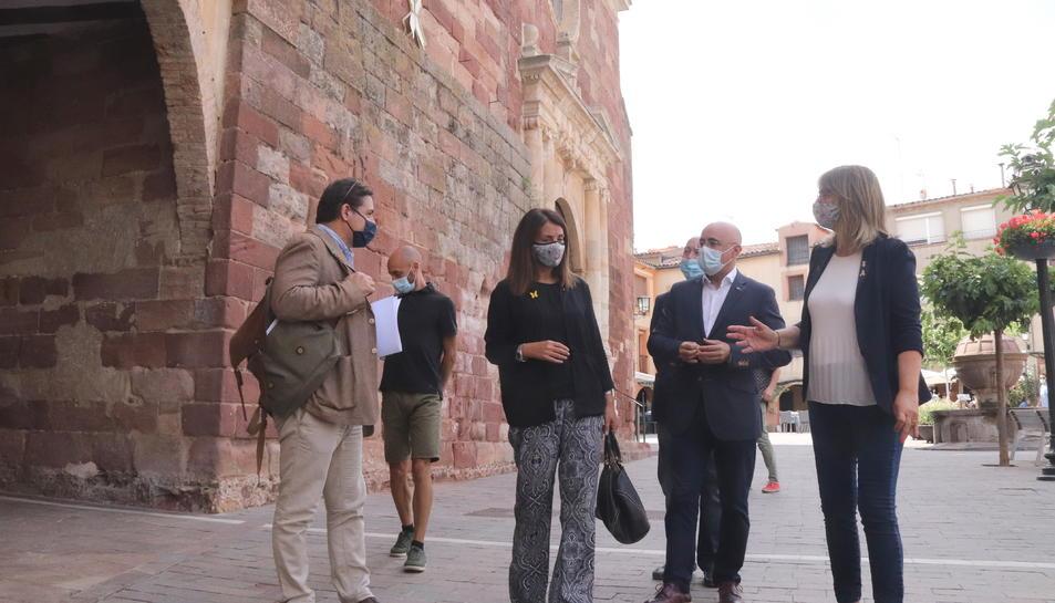 La consellera de la Presidència, Meritxell Budó, del delegat del Govern al Camp de Tarragona, Òscar Peris; i de l'alcaldessa de Prades, Lídia Bargas.