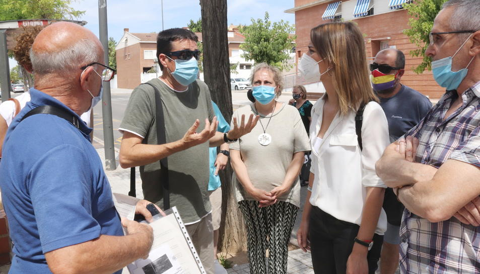 La presidenta de Catalunya En Comú Podem, Jéssica Albiach, amb representants veïnals dels barris de Ponent de Tarragona