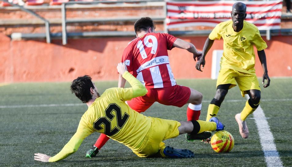 Un dels partits que va disputar el Valls al camp de futbol del Vilar la temporada 2019-20.