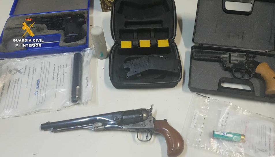 Imatge d'algunes de les armes intervingudes.