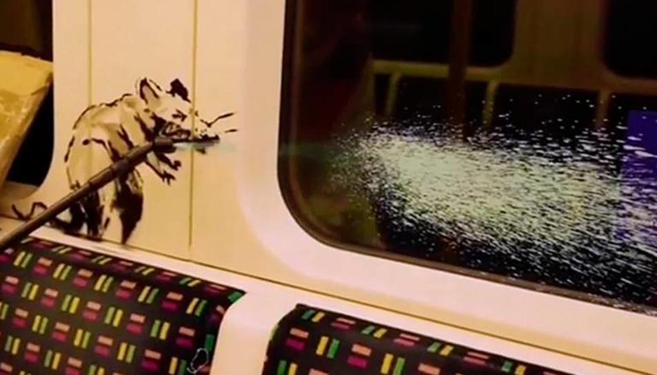 Una de les rates de Banksy abans de ser eliminades per un netejador del metro de Londres.
