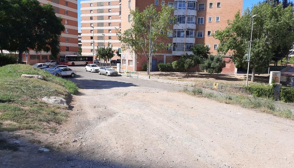 L'asfaltat que connecta les zones del barri és una petició dels veïns.