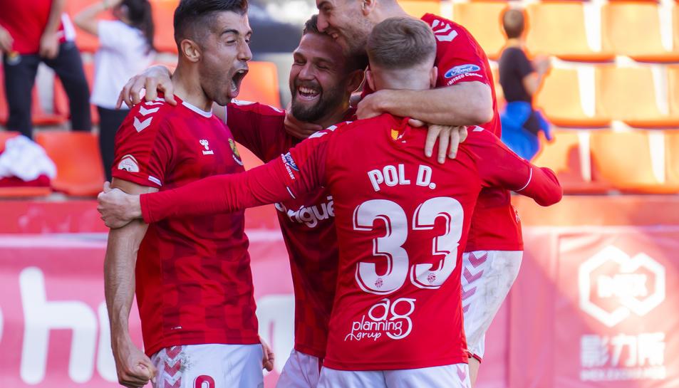 Oliva celebrant un dels dos gols anotats contra l'Ebro enguany.