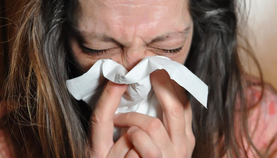 Els medicaments contra el colesterol poden convertir els símptomes dela covid en un refredat comú.