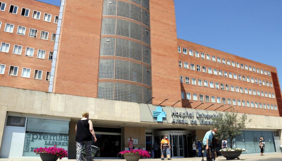 Façana de l'hospital Arnau de Vilanova de Lleida.