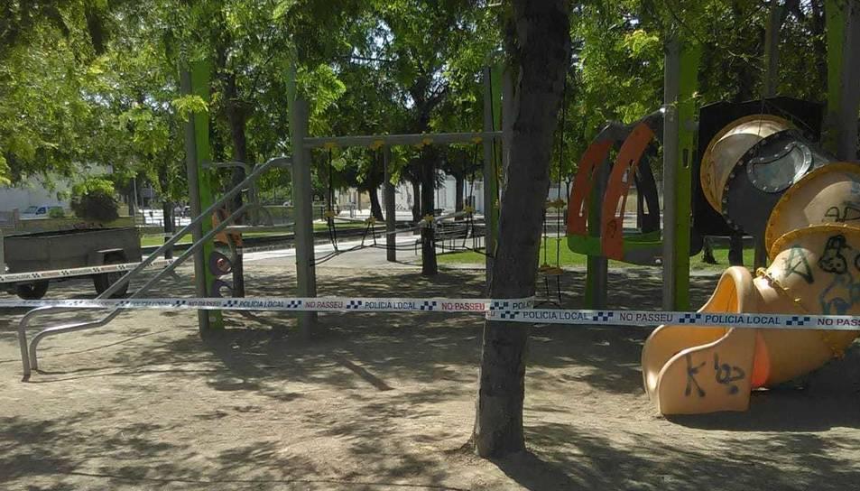 Móra la Nóva ha tancat els parcs infantils fins nou avís per evitar la propagació del virus.