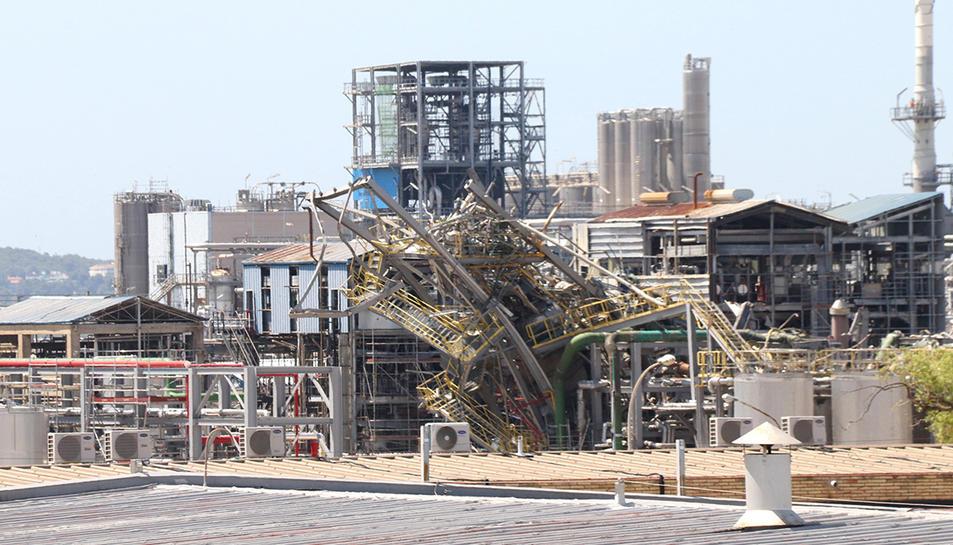 La zona on va explotar un reactor a la planta de derivats d'òxid d'etilè a les instal·lacions de l'empresa IQOXE a La Canonja, sis mesos després del sinistre.