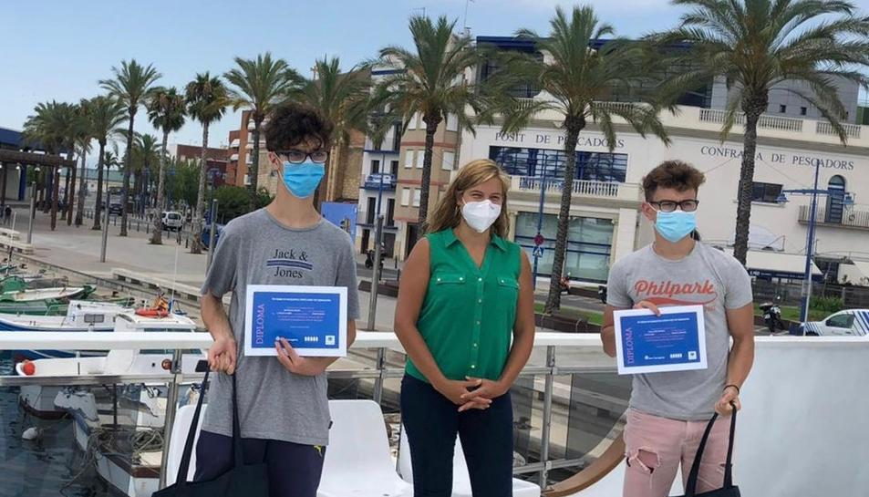 Els guanyadors van rebre el premi dalt de la Golondrina del port.