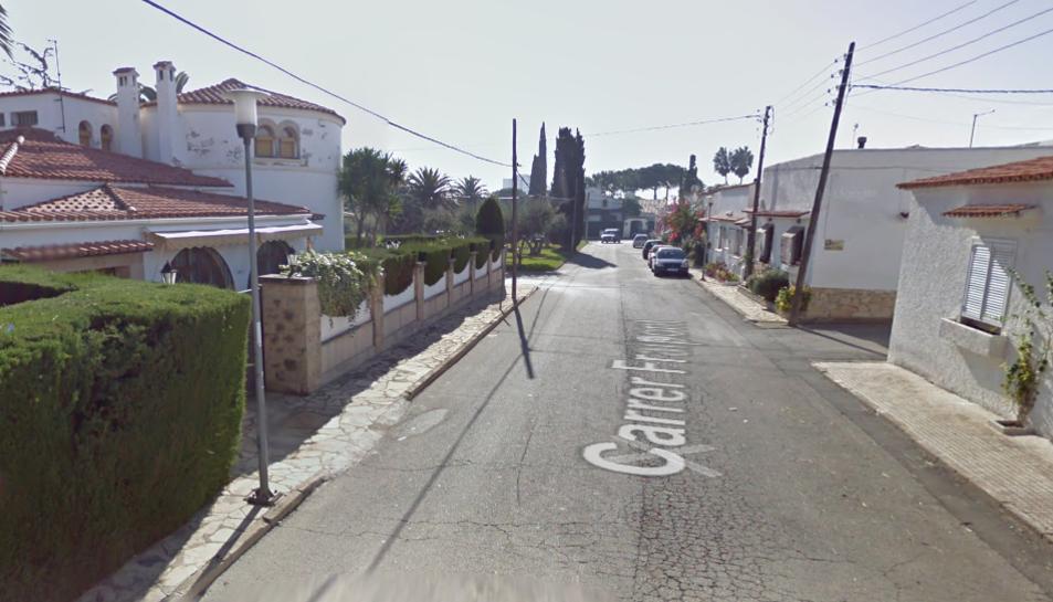 Unes obres al carrer Fraipont han provocat el trencament d'una canonada de gas.
