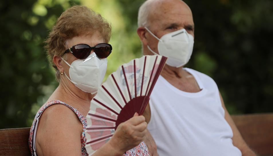 L'ús prolongat de la mascareta sense haver estat canviada pot provocar «malalties a la pell, generació de fongs o bacteris».