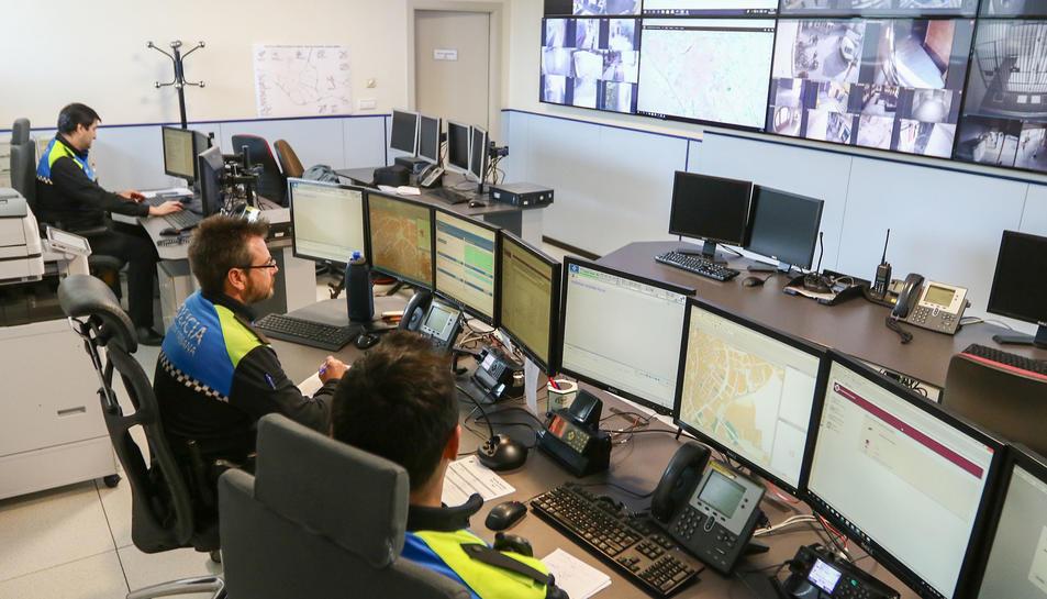 Una imatge d'arxiu de la sala de control de la policia local.