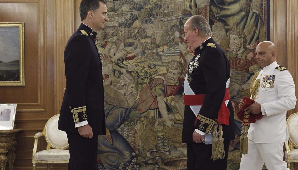 El rei Felip VI i el rei emèrit en una imatge d'arxiu