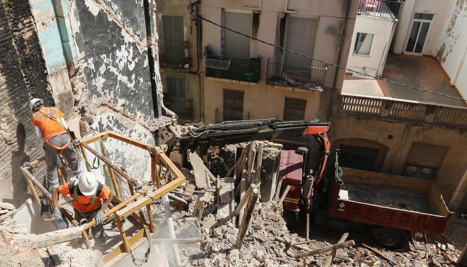 L'ensorrament no va deixar cap ferit però sí danys materials que els blocs pròxims ja han reclamat.