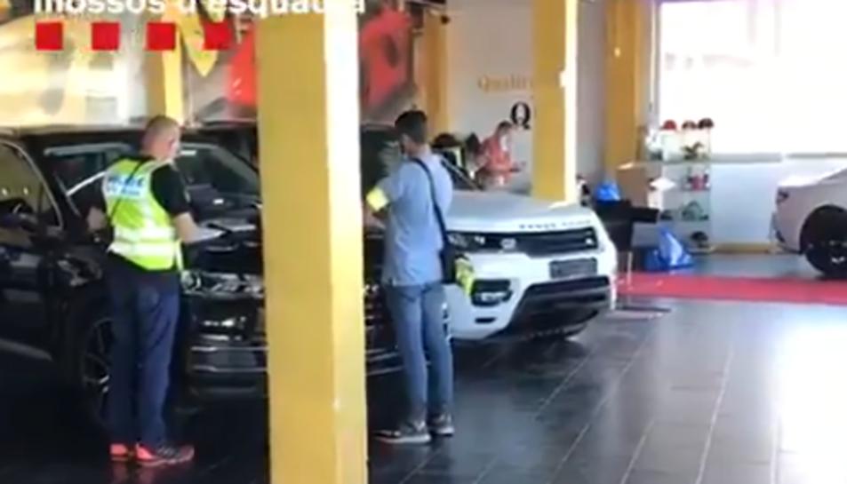 Intrior del concessionari que venia els vehicles manipulats.
