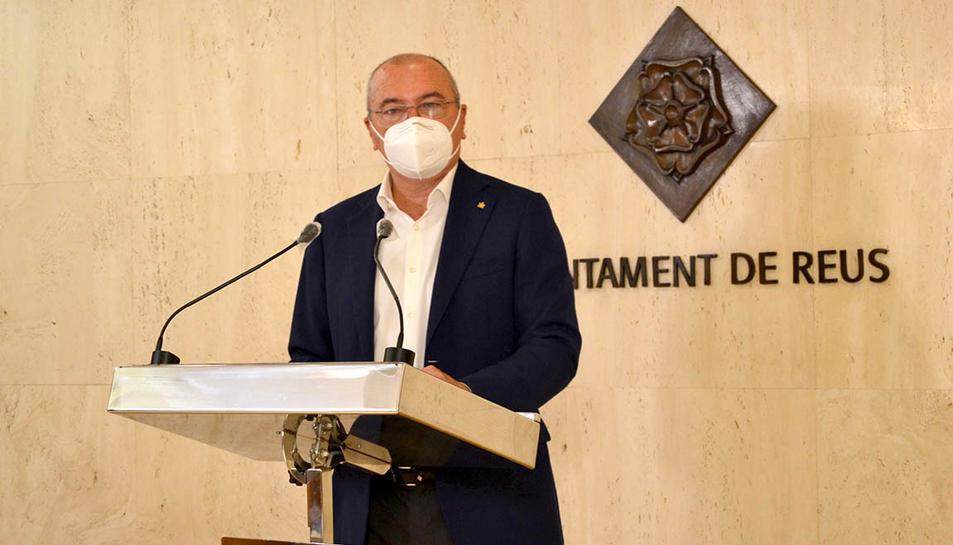 L'alcalde de Reus, Carles Pellicer, en roda de premsa a l'Ajuntament.