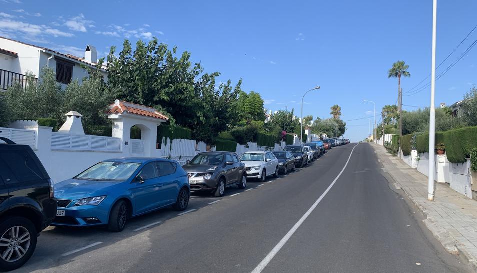 El carrer Vallespir és un dels més transitats de la zona de la platja de Roda de Berà.