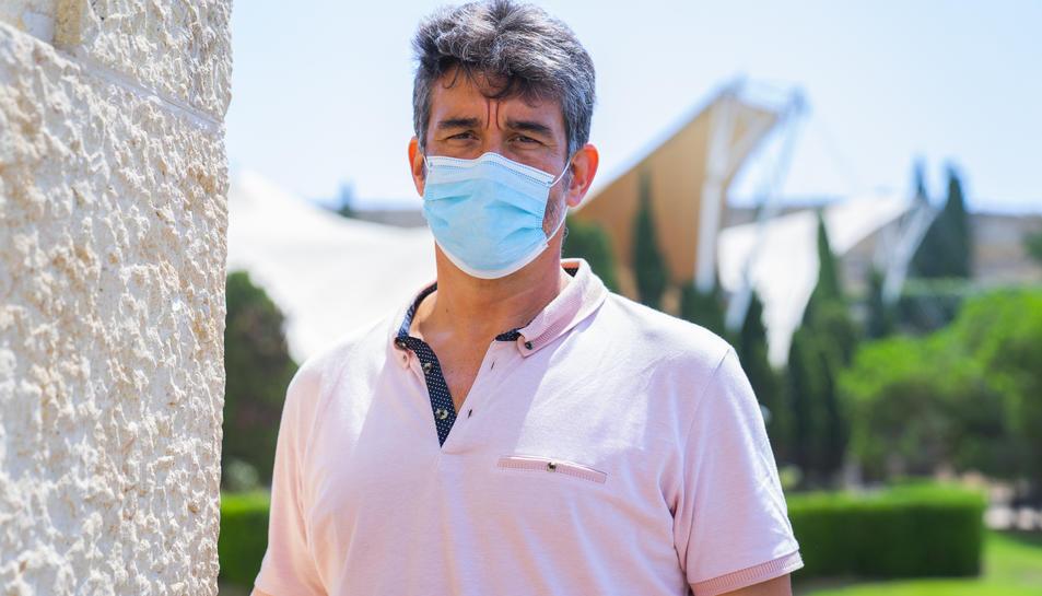 Ramón Descarrega al balcó del seu despatx de l'Agència de Salut Pública a Tarragona abans de l'entrevista amb 'Diari Més'.