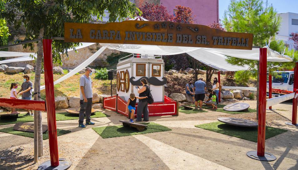 Un dels tallers de circ que s'han fet avui al parc de ca Forgues.
