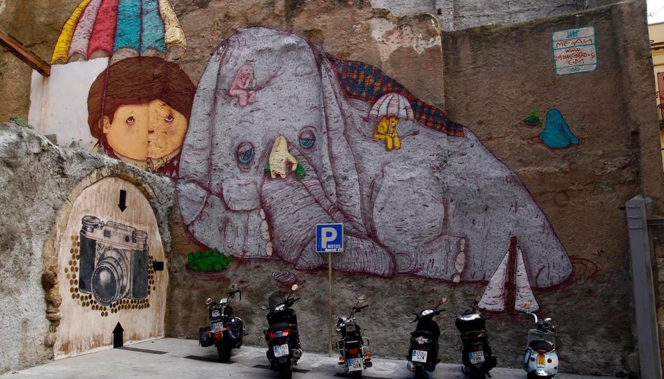Justo Heras, conegut com a Megan, ha pintat nombrosos murals i plafons a Tarragona ciutat.