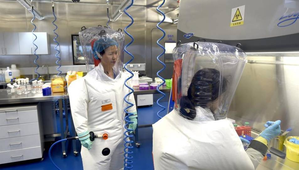 Ha estat desenvolupada per l'Institut Científico Militar y la compañía biofarmacéutica china CanSino Biologics
