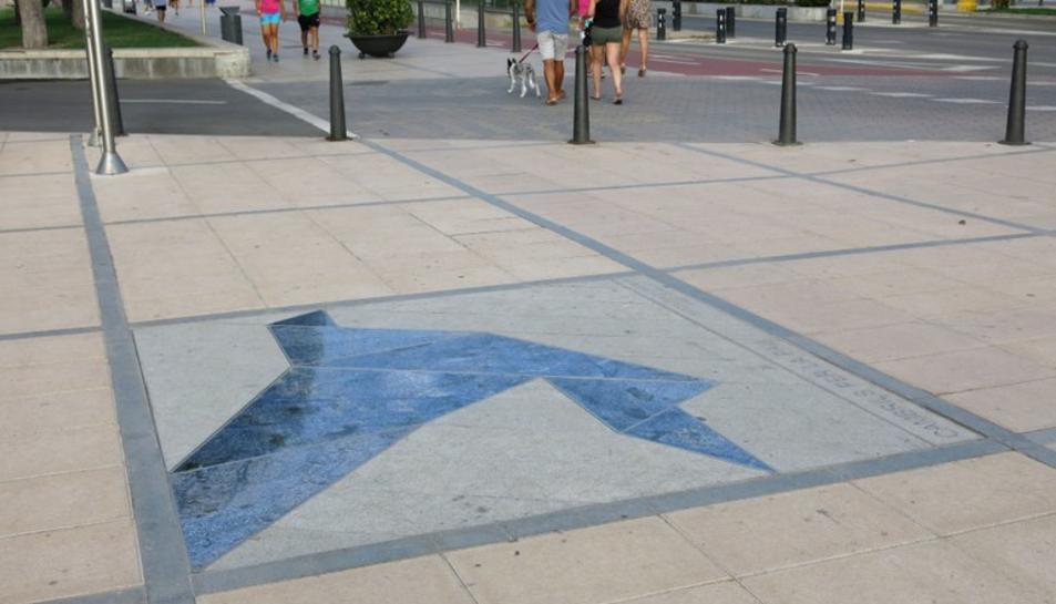 Imatge del mosaic instal·lat al passeig marítim de Cambrils.