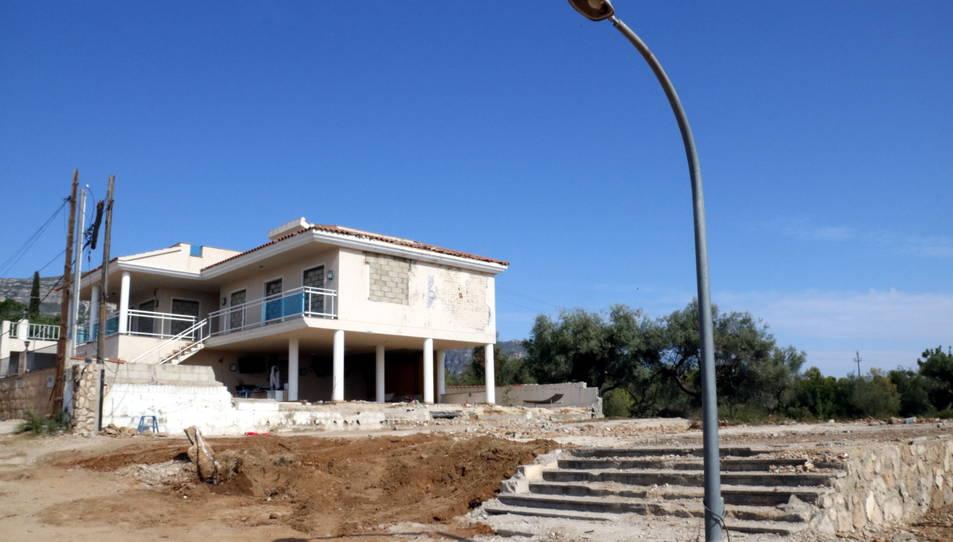 Imatge d'arxiu de com va quedar el solar sense runa de la casa on els terroristes preparaven explosius a Alcanar Platja.