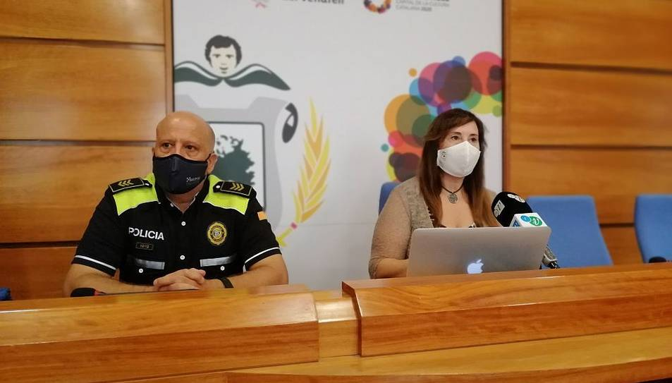 Mari Luz Ramírez, acompañada por el subinspector Andrés Herrero