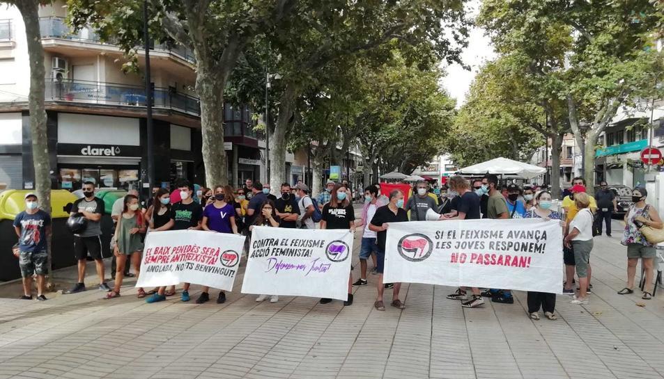 Pancartes antifeixistes al Vendrell.