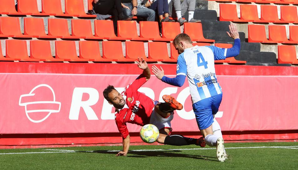 Ferran Giner, durant un moment del partit que va jugar amb la samarreta del Nàstic contra l'Ejea la passada temporada.